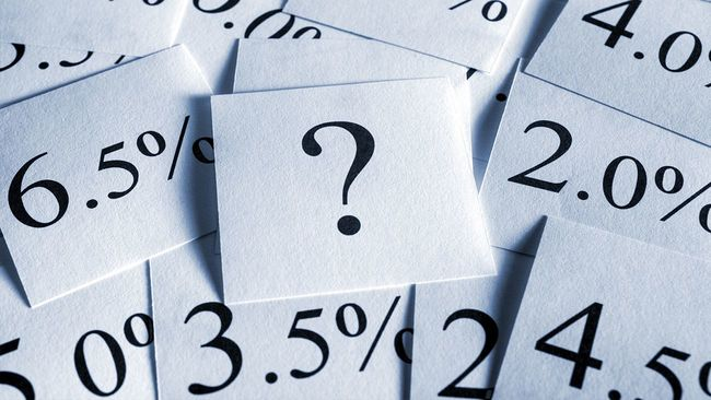 Scattered interest rate and question mark cards